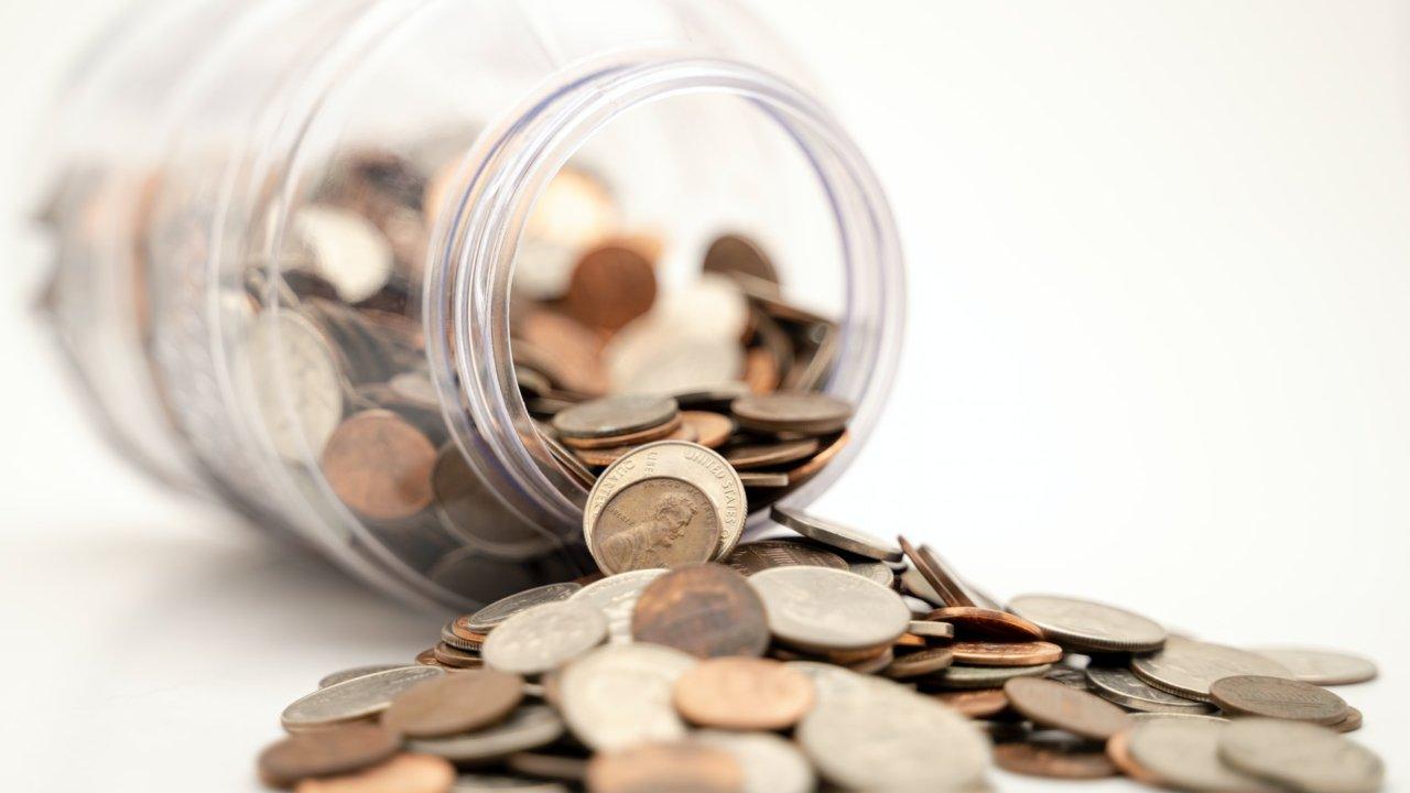 共働き家庭の1カ月当たりの収支はいくら?